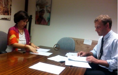 Ms. Elvira Ablaza, PRIMEX President and CEO, signing the US$10 million dollar contract for CTI Southeast Asia with Mr. Jesper Pedersen, ADB Procurement Specialist,  on 26 July 2012